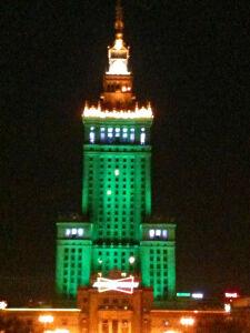 Zielony PKiN w podziękowaniu dla TVN Warszawa