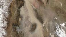 Pióropusz piasku widoczny z kosmosu