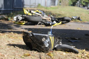 Nietrzeźwy motocyklista rozbił się na terenie uczelni