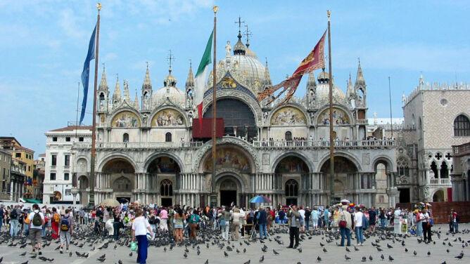 """Nie bierz pasztetu do Wenecji. Wprowadzono zakaz """"biwakowania"""""""