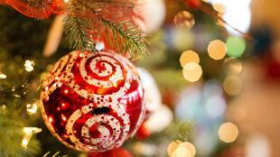 Choinka pełna symboli. Co oznaczają ozdoby na świątecznym drzewku?