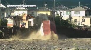 Budynek wali się do rzeki